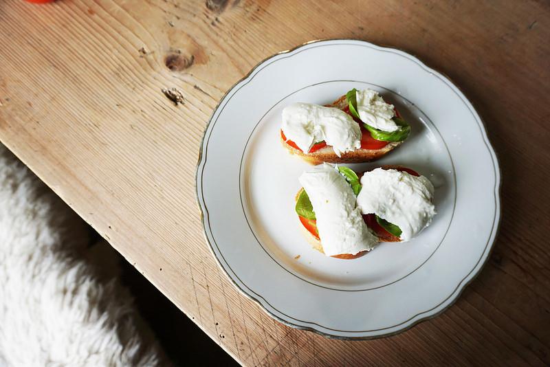 tomato basil toasts